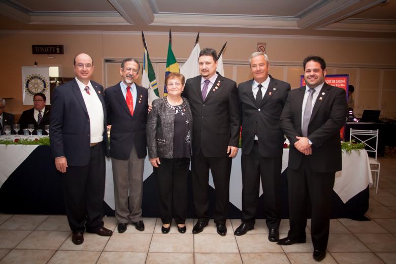 O Presidente, Cp. Carlos Alberto V. Forlin com seus cinco presidentes das Comissões de Serviços do Clube.